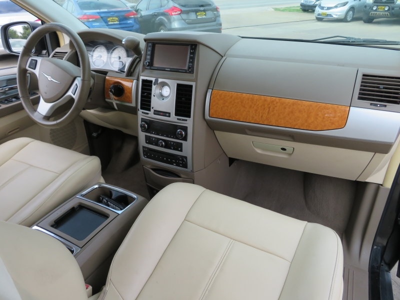 Chrysler Town & Country 2010 price $7,595