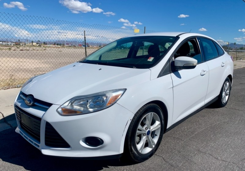 2014 Ford Focus SE** must see* great gas mileage ...