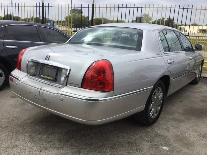 LINCOLN TOWN CAR 2004 price $525