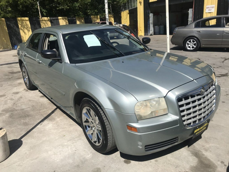 Chrysler 300 2006 price $725 Down