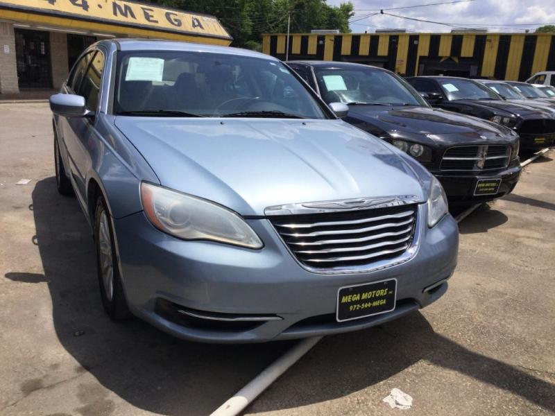 CHRYSLER 200 2012 price $725