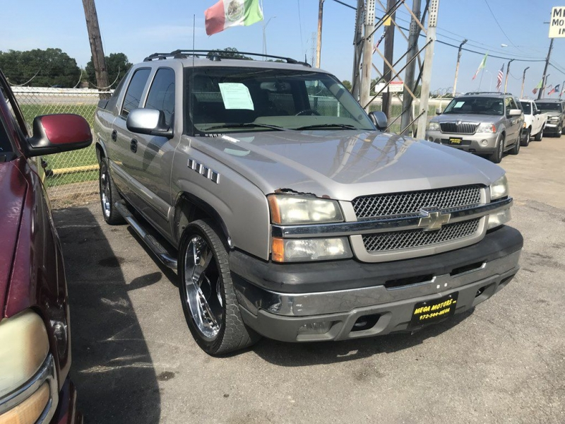 Chevrolet AVALANCHE 2004 price $725 Down
