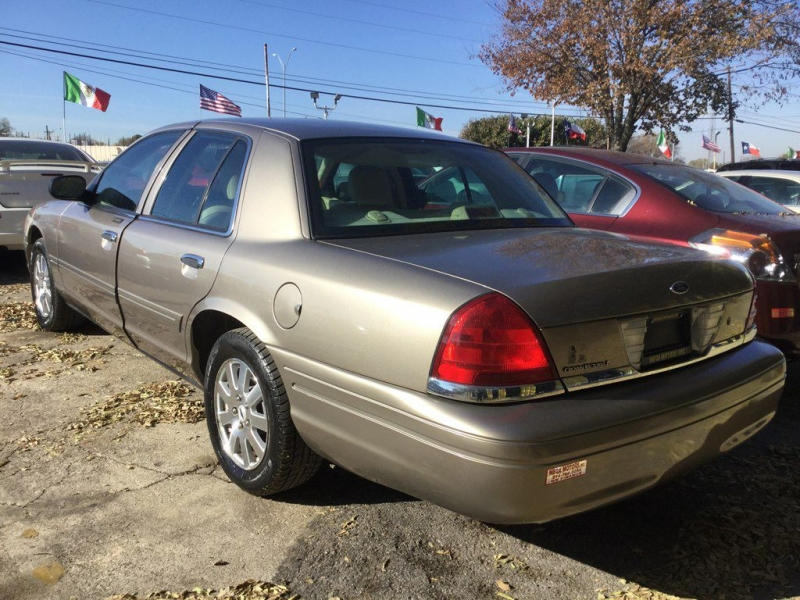 Ford CROWN VICTORIA 2006 price $725 Down
