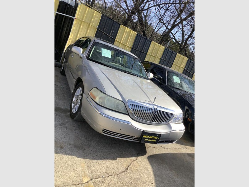 LINCOLN TOWN CAR 2007 price $1,025