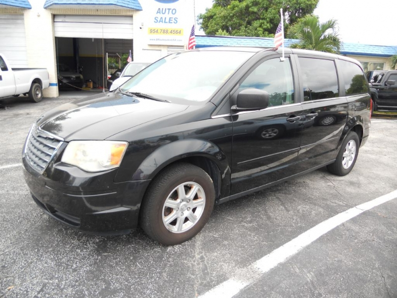 CHRYSLER TOWN & COUNTRY 2010 price $7,949