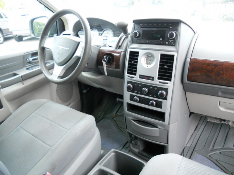CHRYSLER TOWN & COUNTRY 2010 price $5,900