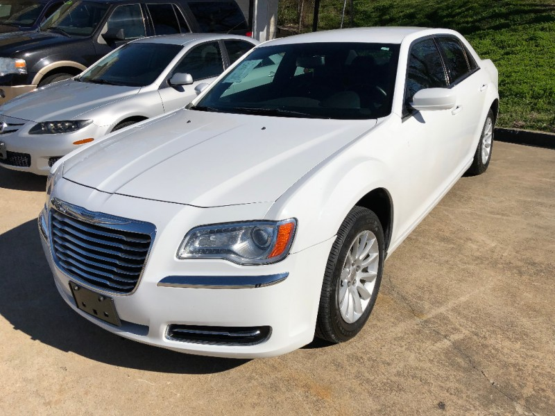 Chrysler 300 2014 price $10,995