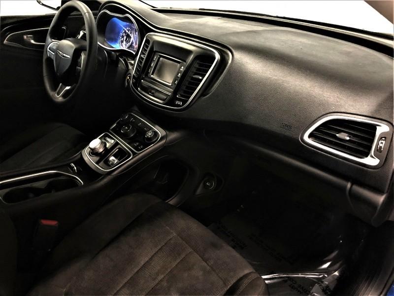 Chrysler 200 2016 price $10,650