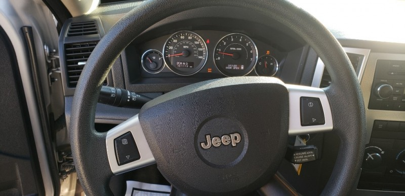 Jeep Grand Cherokee 2009 price $8,999