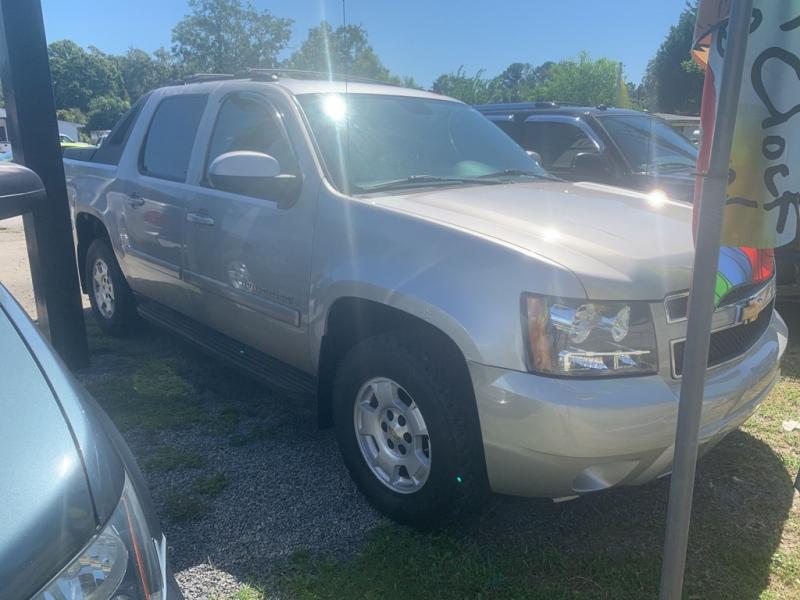 Chevrolet Avalanche 2002 price $6,984