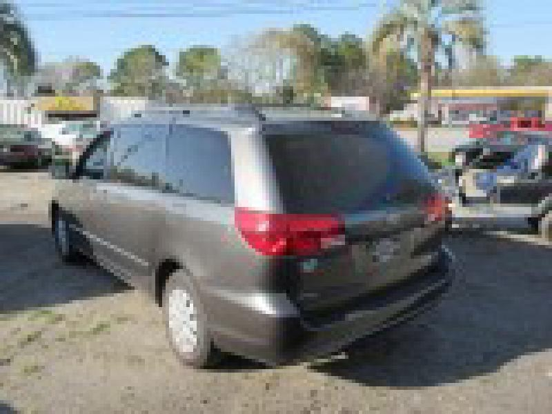 Toyota Sienna 2005 price $8,994