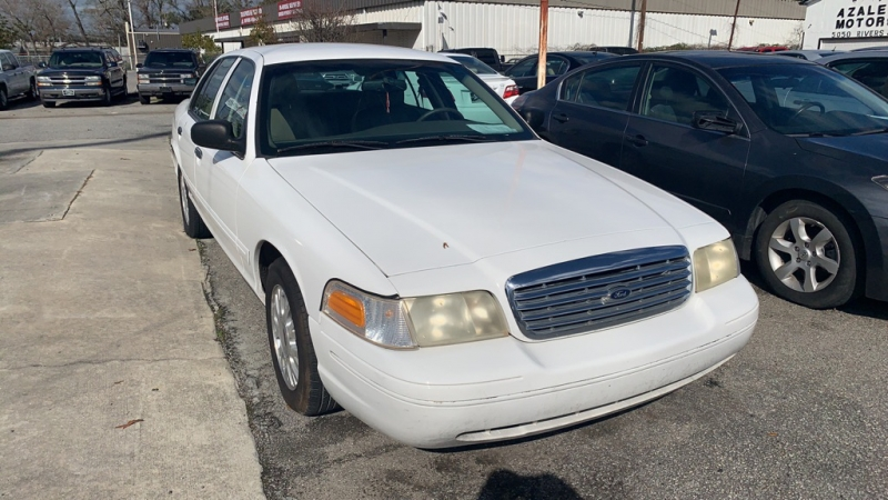 Ford Crown Victoria 2004 price $5,694