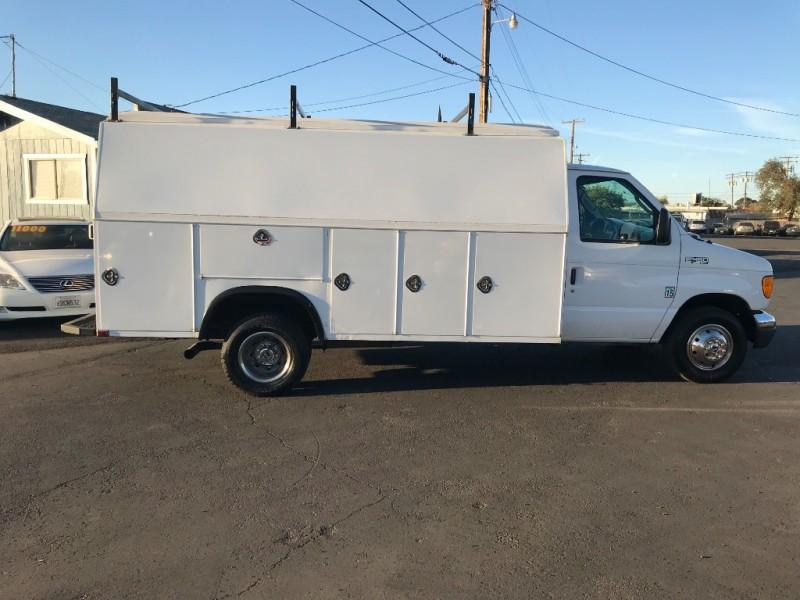 Ford Econoline Cargo Van 2005 price $15,999