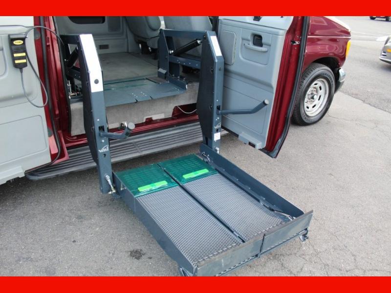 Ford Econoline Wagon 2006 price $7,500