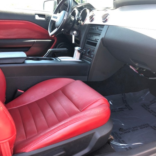 Ford Mustang 2005 price $9,999