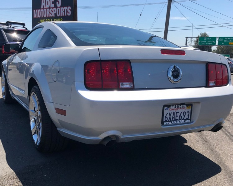 Ford Mustang 2005 price $10,999