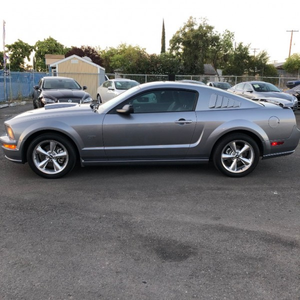 Ford Mustang 2007 price $8,999