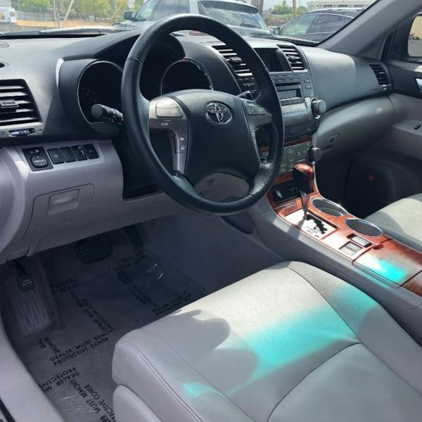Toyota Highlander 2008 price $13,999