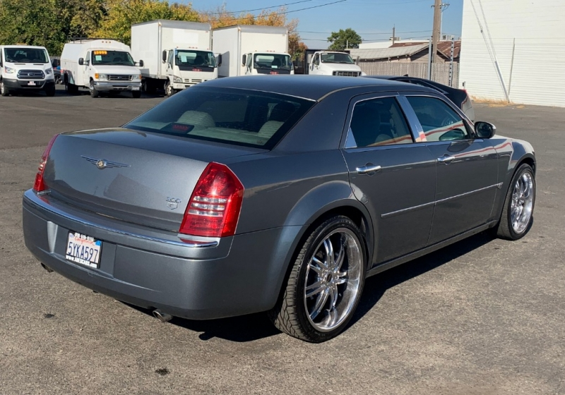 Chrysler 300-Series 2006 price $8,499