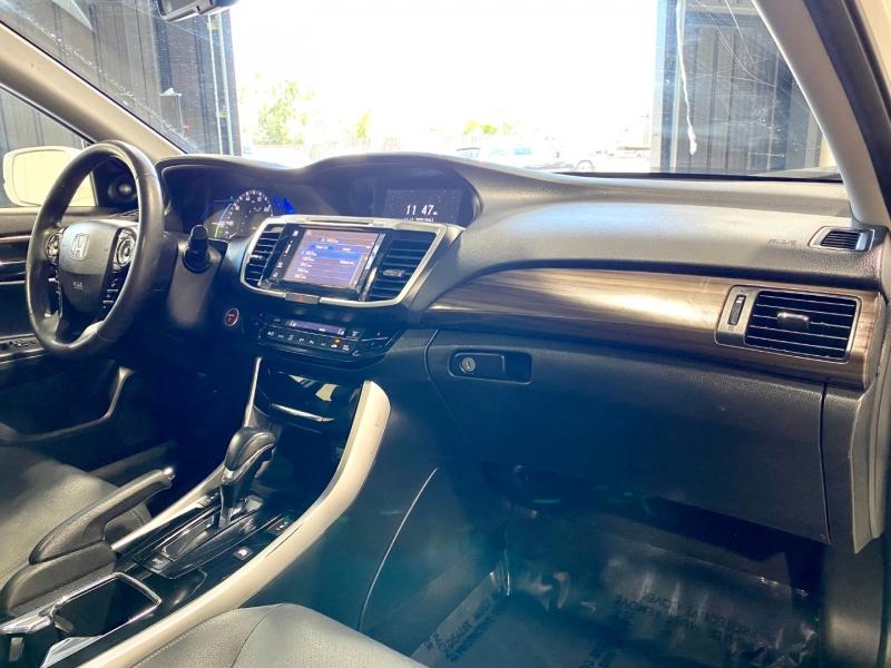 Honda Accord Hybrid 2017 price $18,999