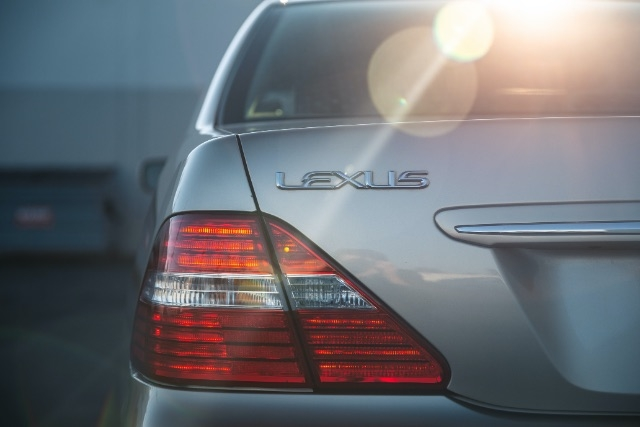 Lexus LS 430 2005 price $12,900