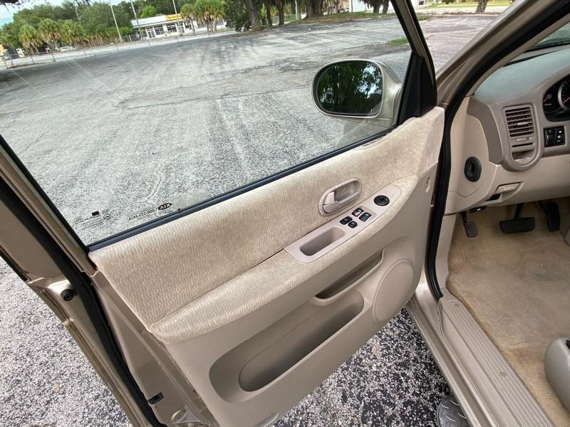 Kia Sedona 2005 price $2,695