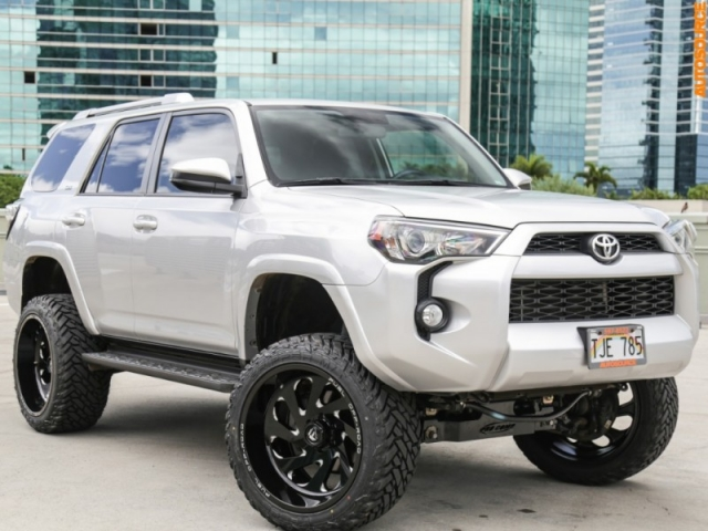 2015 Toyota Lifted 4Runner 4WD w/ 3rd Row
