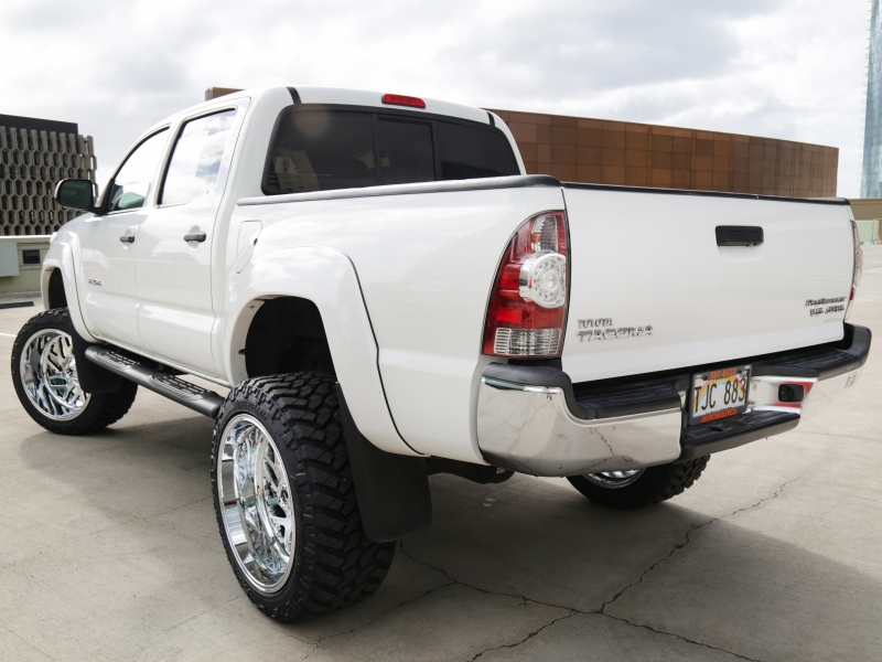 Toyota Lifted 6in Tacoma crewcab 2013 price $29,995