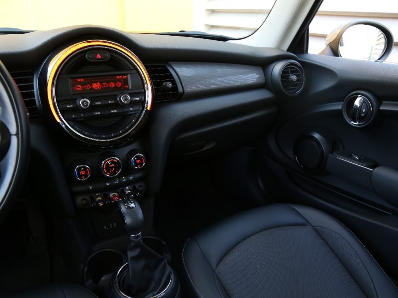 Mini Cooper Hardtop 2015 price $13,995