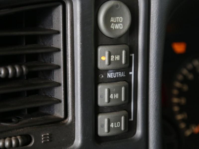 Chevrolet Avalanche 4WD 2002 price $4,995