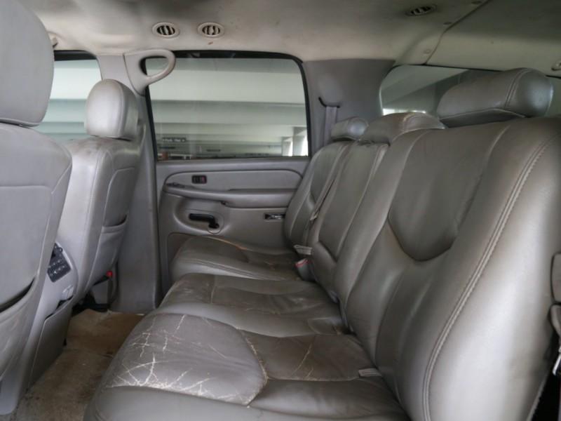 Chevrolet Suburban 4WD 3rd Row 2004 price $5,995