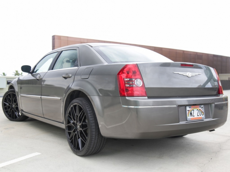 Chrysler 300 Touring 2009 price $9,995