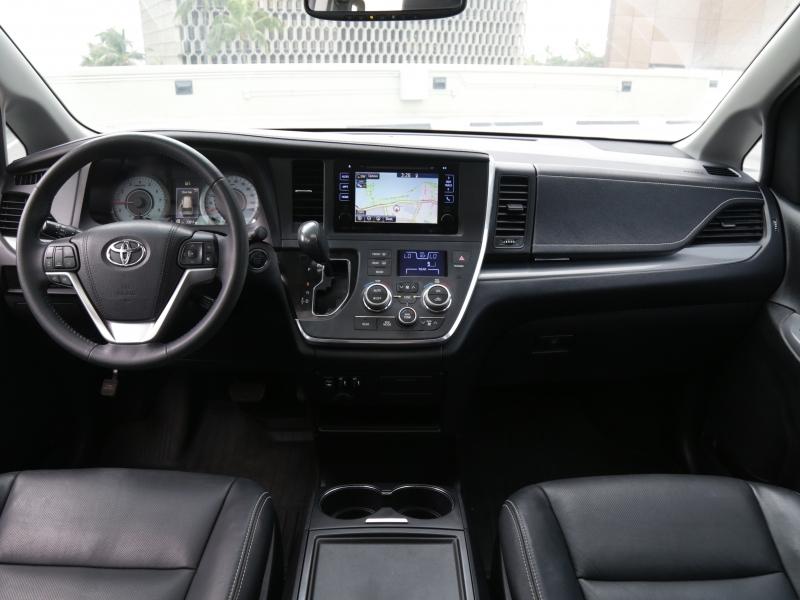Toyota Sienna SE 2016 price $34,995