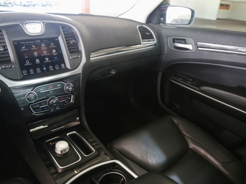 Chrysler 300 Touring 2019 price $26,995