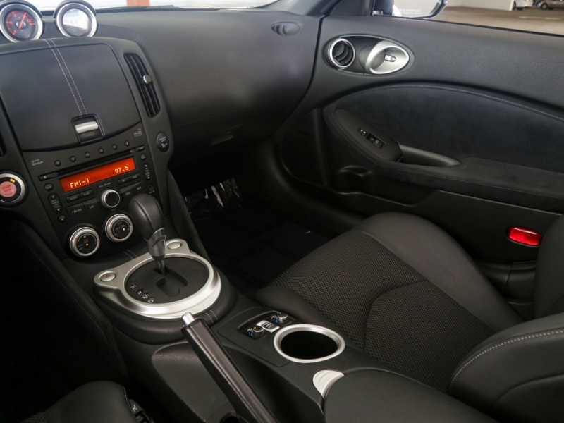 Nissan 370Z Roadster Touring Convertible 2010 price $29,995