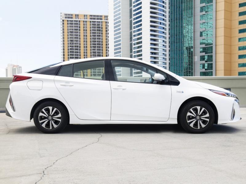 Toyota Prius Prime 2018 price $27,995