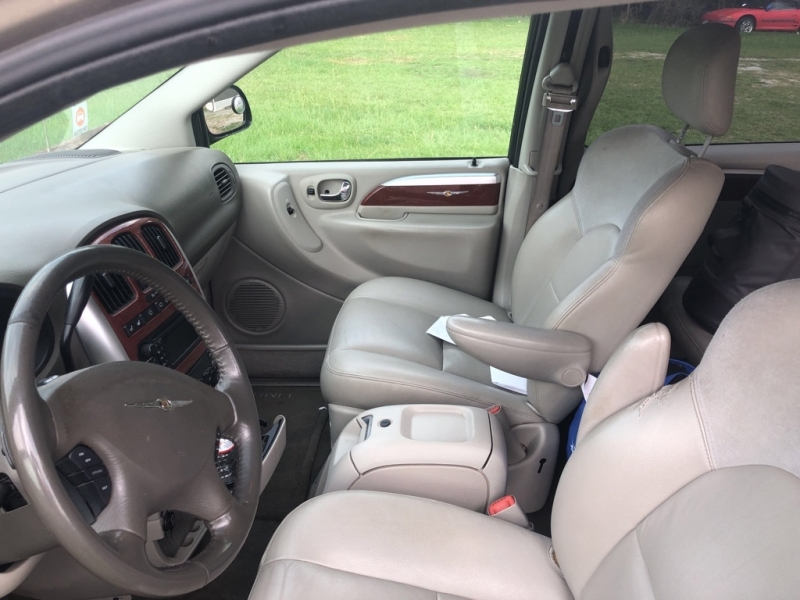 CHRYSLER TOWN & COUNTRY 2005 price $4,250