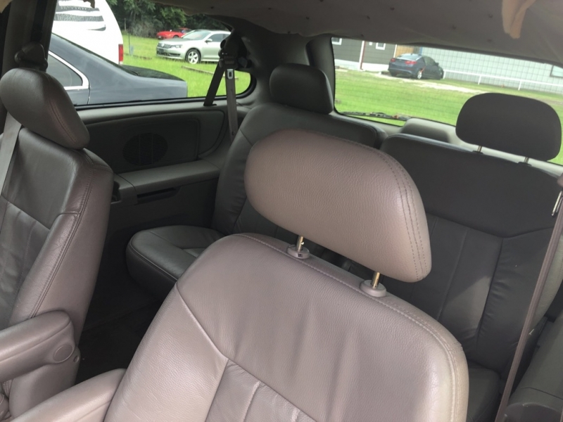 CHRYSLER TOWN AND COUNTR 2002 price $1,500