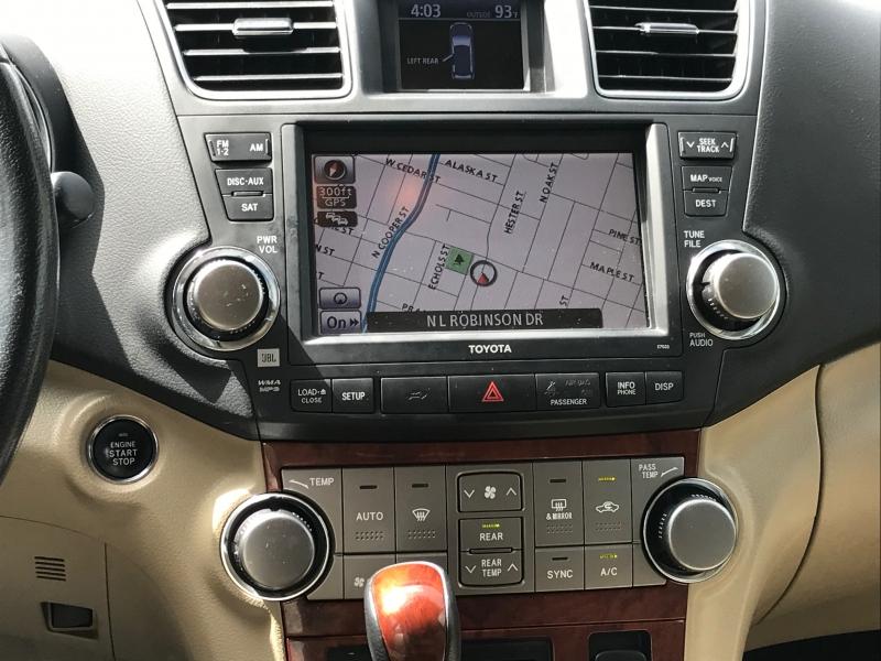Toyota Highlander 2011 price $13,900