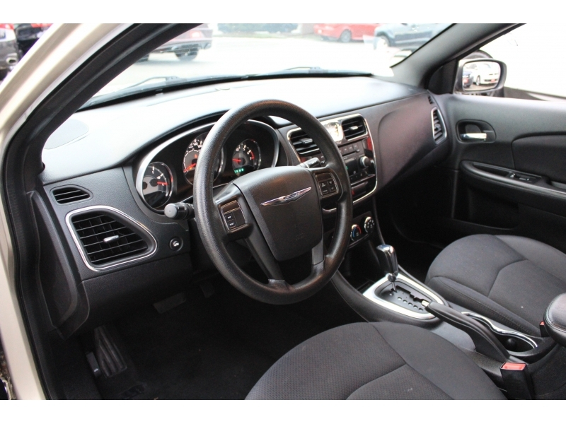 Chrysler 200 2013 price $8,889