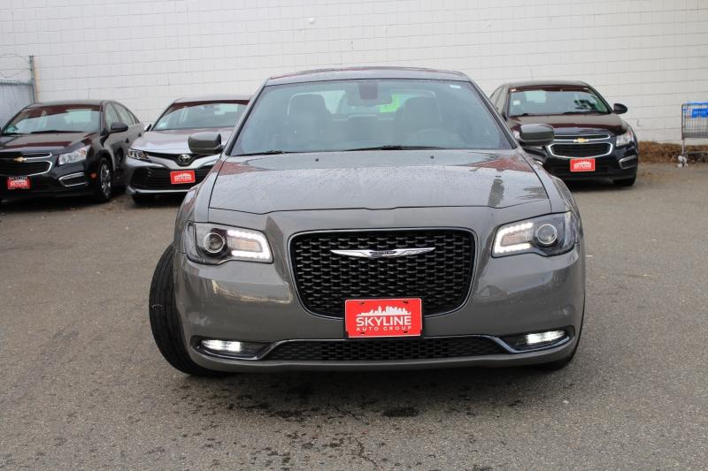 Chrysler 300 2018 price $28,889