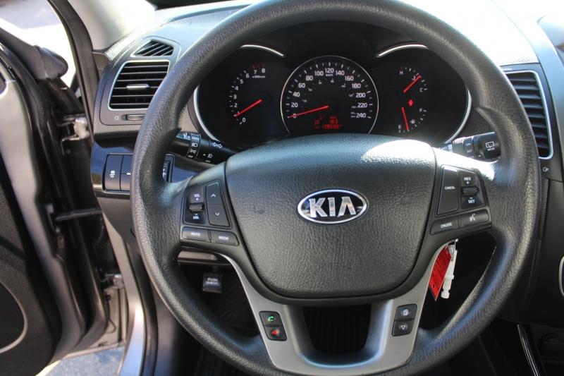 Kia Sorento 2015 price $15,889