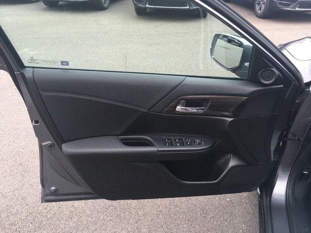 Honda Accord Sedan 2017 price $17,979