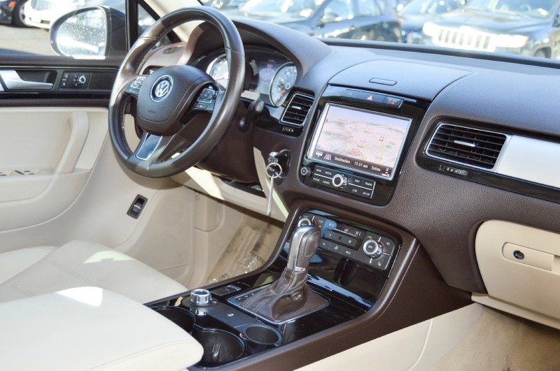 Volkswagen Touareg 2012 price $12,990