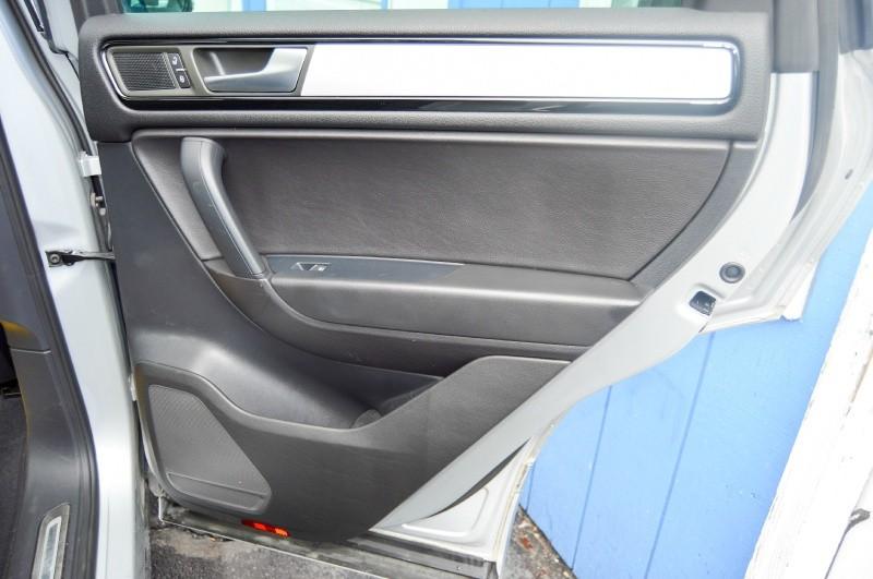 Volkswagen Touareg 2014 price $22,990