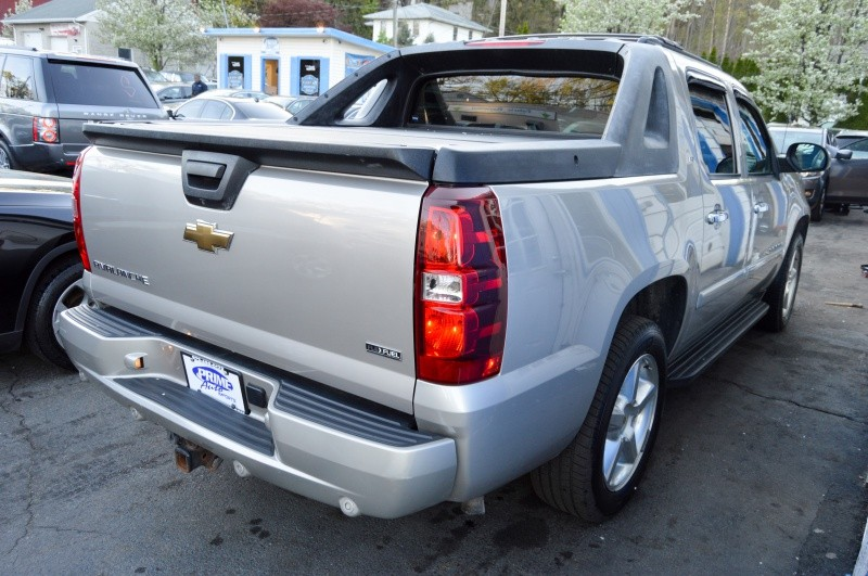 Chevrolet Avalanche 2008 price $15,990