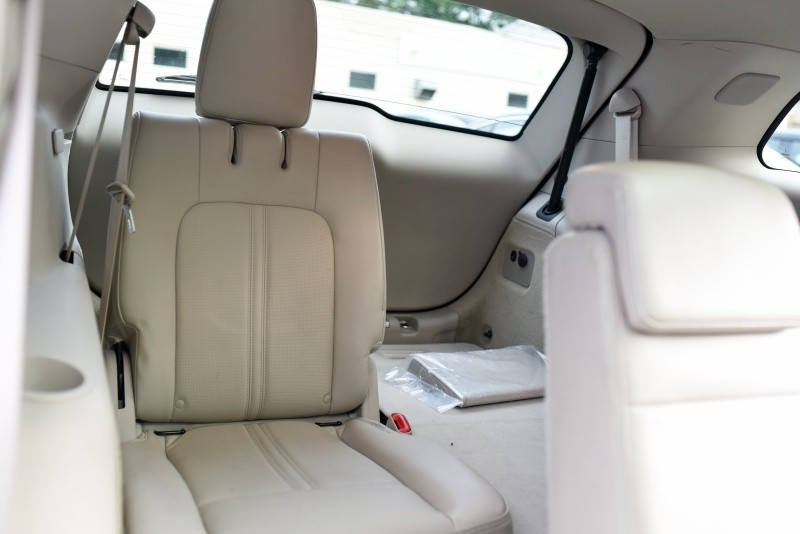 Lincoln MKT 2010 price $9,499