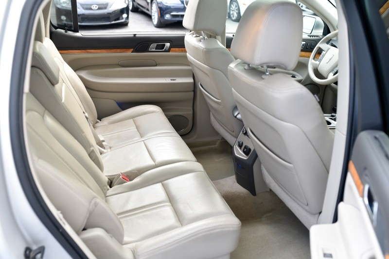 Lincoln MKT 2010 price $10,710