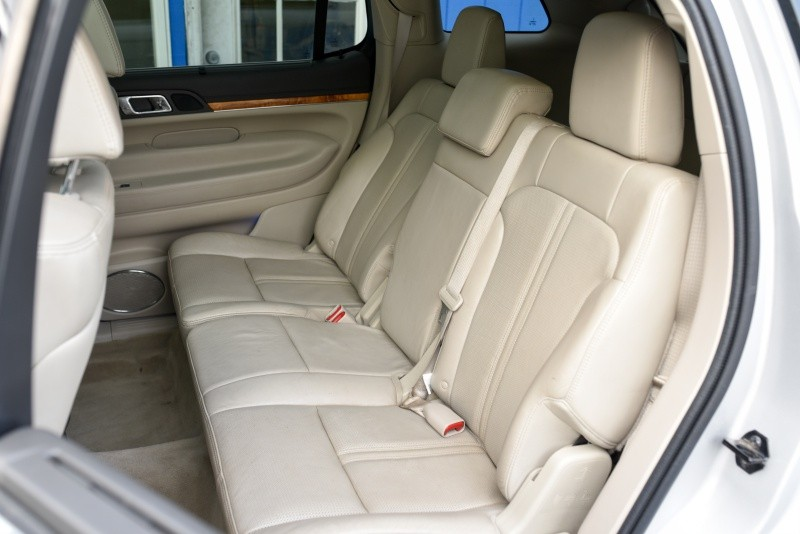 Lincoln MKT 2010 price $10,750