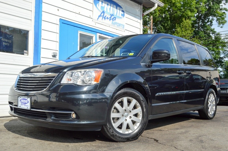 Chrysler Town & Country 2013 price $9,450